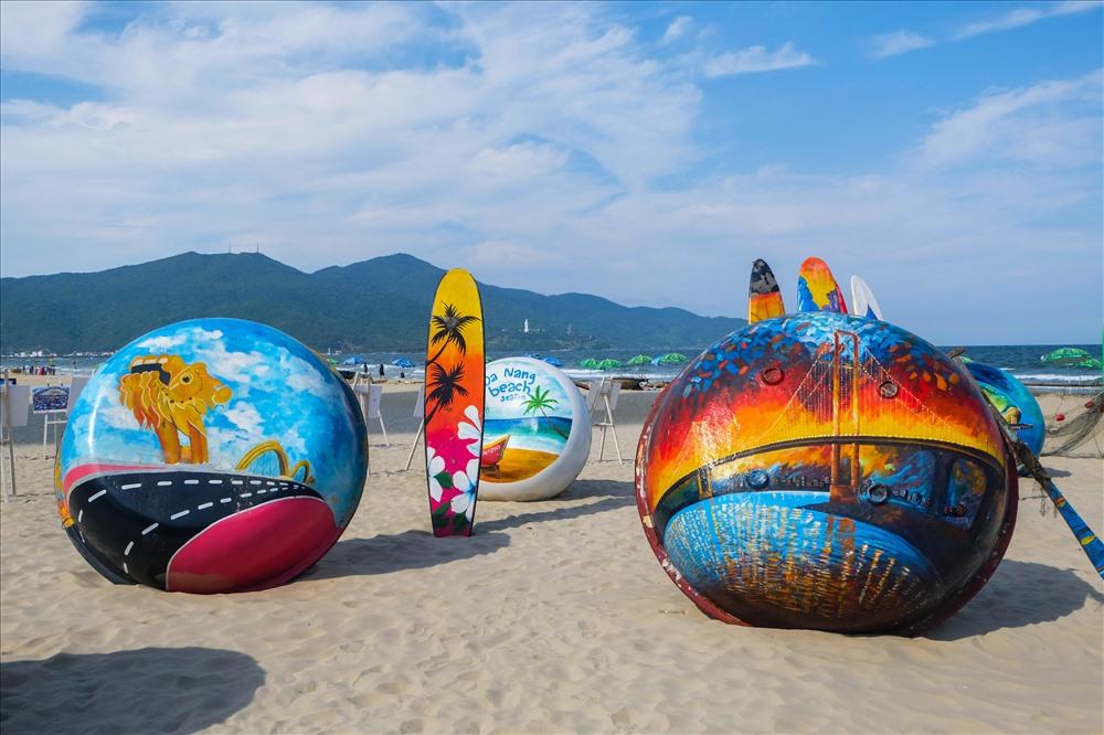 Rực rỡ sắc màu tại bãi biển Mỹ Khê vào dịp lễ 30/4 tại Đà Nẵng
